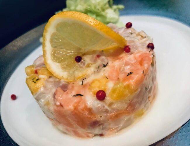 Tartare de dorade et saumon à l'ananas et baies roses