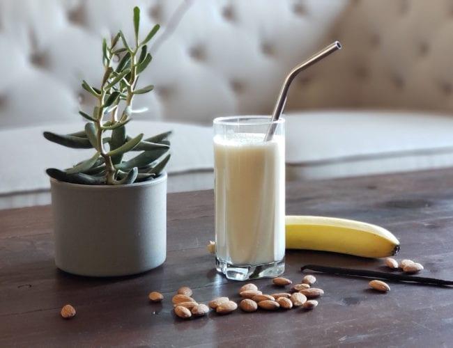 Milkshake banane et vanille au lait d'amande