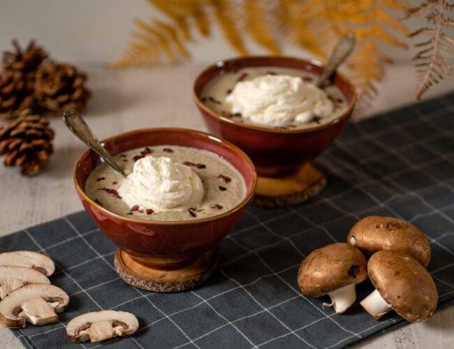 Velouté de champignons à la crème au lard fumé