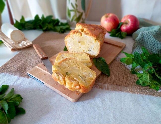 Cake salé au chèvre, pomme et menthe