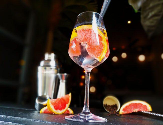 Cocktail Saké tonic et pamplemousse