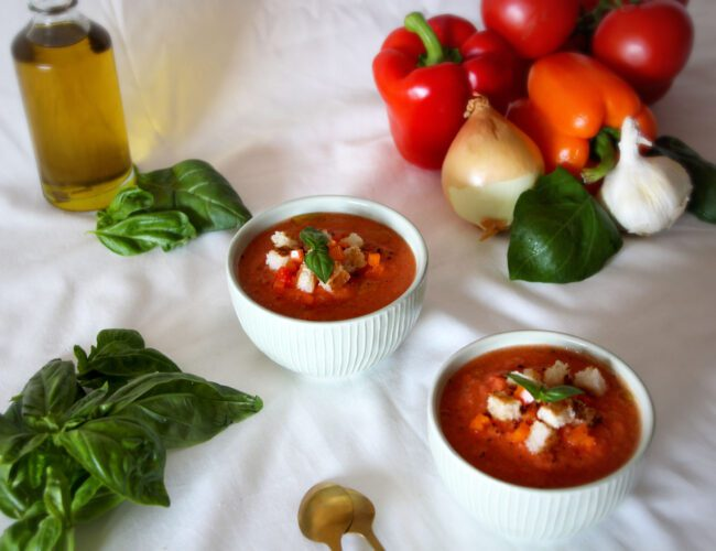 Gaspacho de tomates, poivrons et basilic